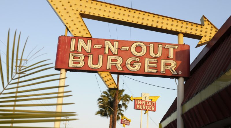 In-N-Out Burger in San Francisco closes indoor dining over vaccine mandate : NPR