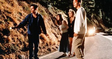 Watch Jennifer Love Hewitt & Her I Know What You Did Last Summer Costars Surprise Reboot Cast